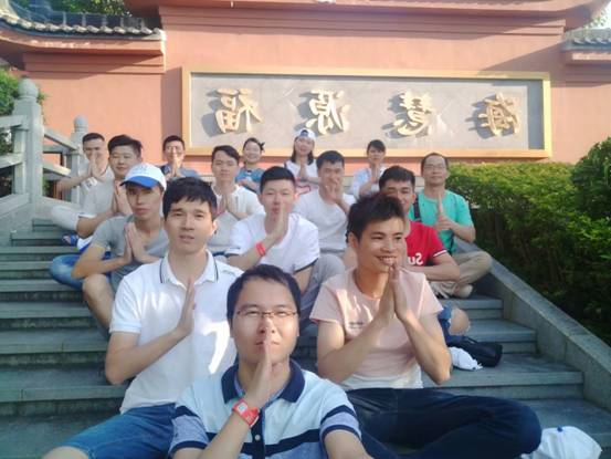 2018.11.10 is the AIAQUA family day, the staff are ahead to HeYuan which is a tourist area for fun for two days.